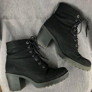 Vagabond Shoes - Chunky heel black Vagabond lace up booties